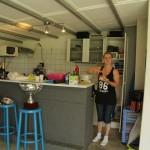 Wilma poets in de kantine,